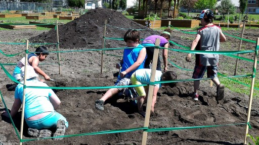 Kids digging for fossils at TRMF